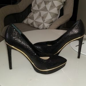 Guess Pointy Platform Pumps